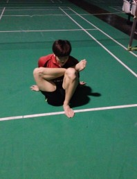 Badminton stretches to loosen up the muscles